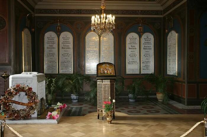 Место памяти семьи Романовых.