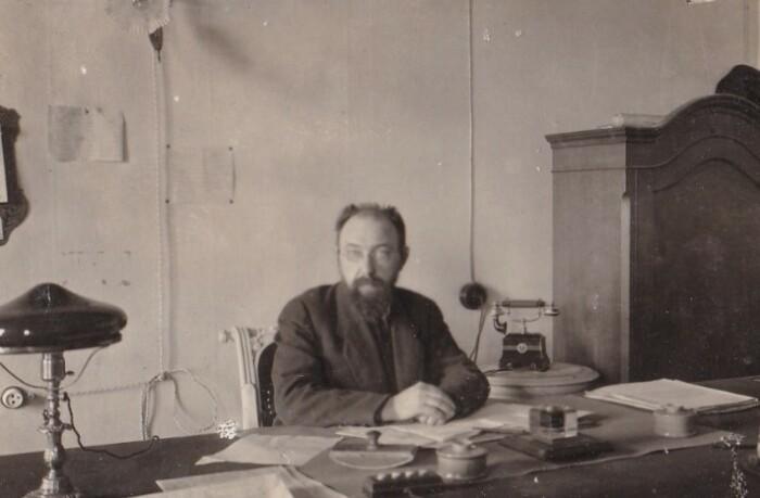 Бонч-Бруевич за работой.