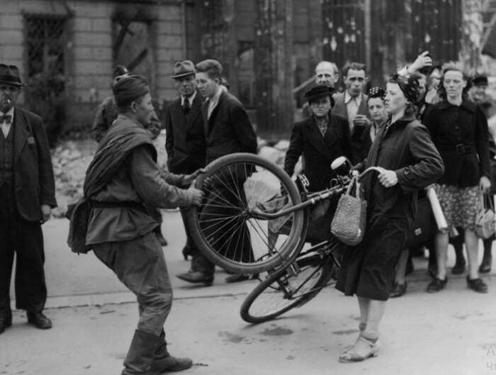 Даже если допустить, что кадр подлинный, то смелости немки остается только позавидовать.