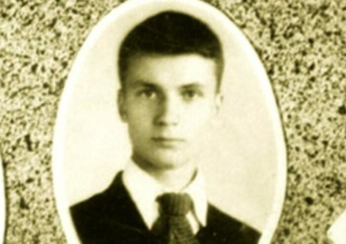Чикатило. Фото из школьного альбома.
