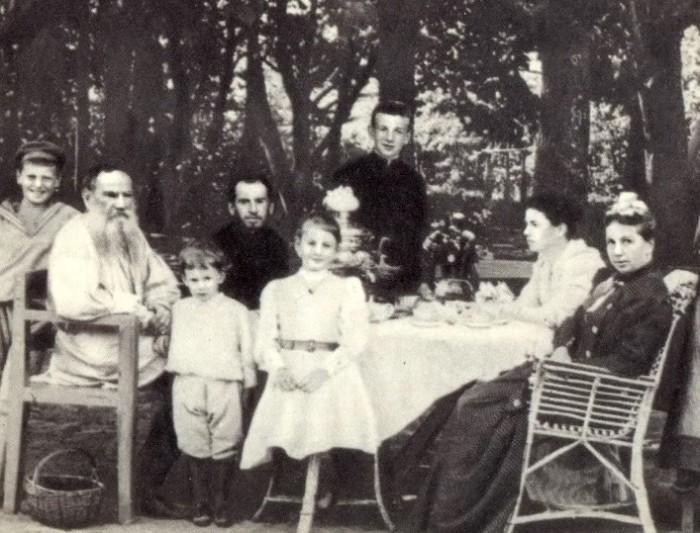 Толстой требовал родить как можно больше детей.