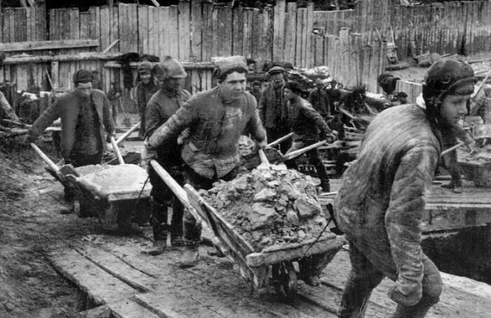 Рабский ручной труд.