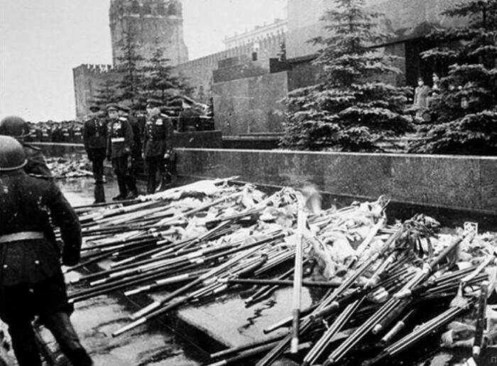 У стен Мавзолея 1945 год.
