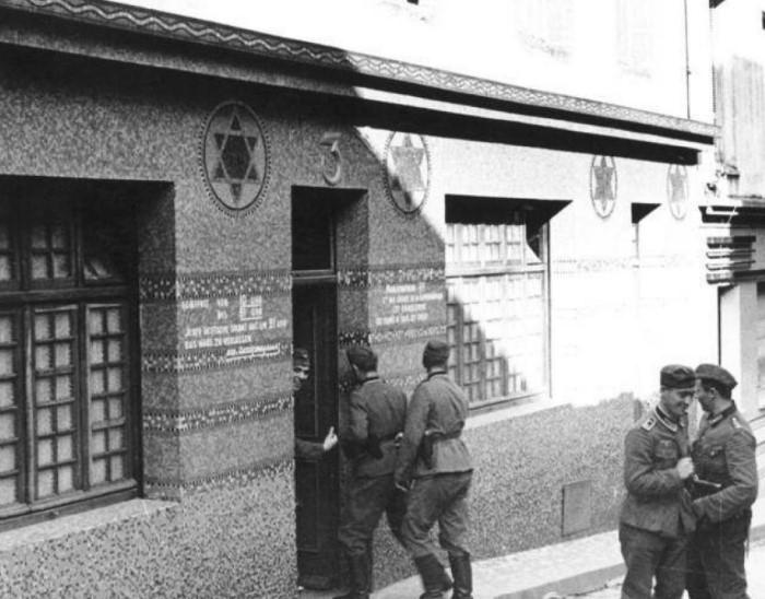 Посещать такие отдельно стоящие публичные дома могли только офицеры.