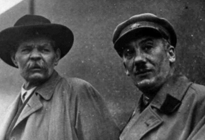 В 30-40-е годы такие усы носили повсеместно ив СССР.