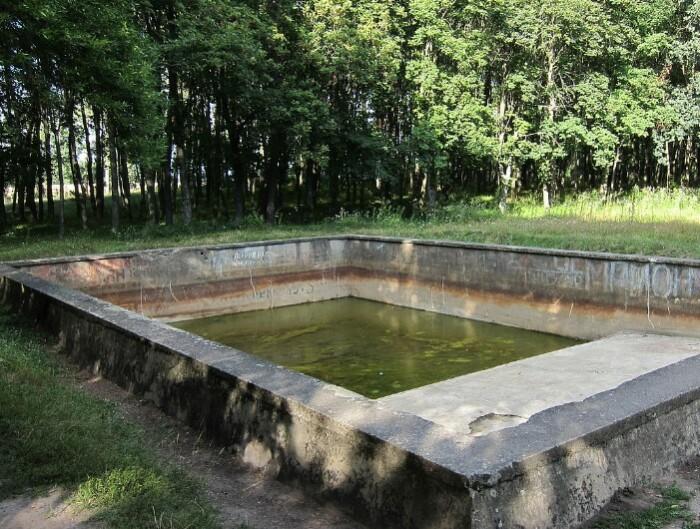 То, что осталось от бассейна Гитлера.
