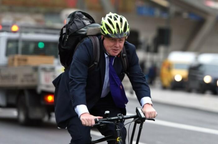 Просто премьер-министр едет на работу.