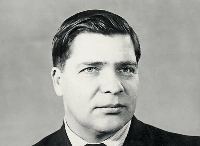 Александр Ишков, который сначала привел рыбхоз к расцвету, а затем развалил.