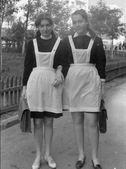 Юбки школьниц стали короче, но суть осталась той же.