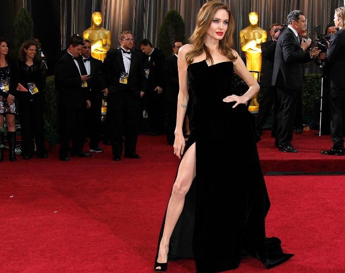 Даже нога Анджелины популярнее некоторых в интернете.