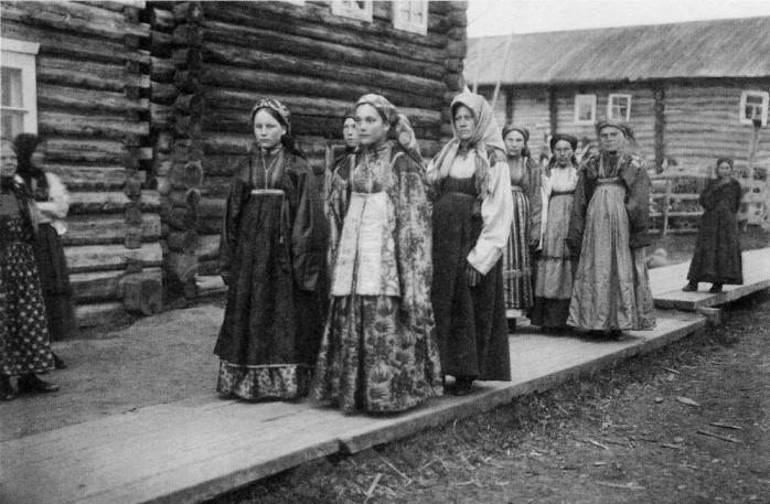 Оставаться в девках было не зазорным, если таких вся деревня.