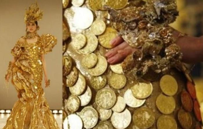 13 килограмм платья, а точнее золотых монет.