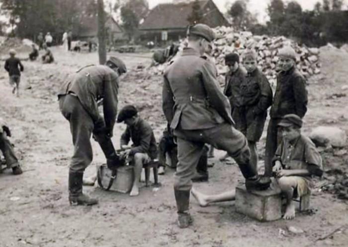Главной целью немцев было продемонстрировать свое главенствующее положение.