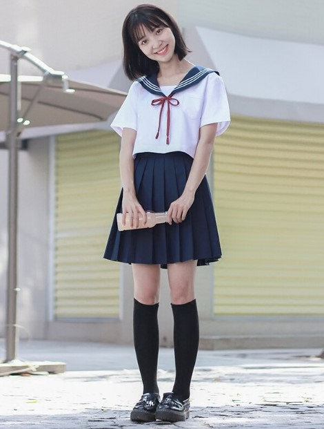 Такой фасон школьный формы стал популярен во всем мире.
