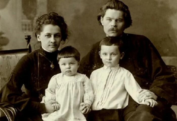 Дети родились только в законном браке.