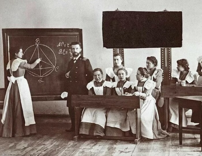 Учителя в Царской России получали достойную зарплату.