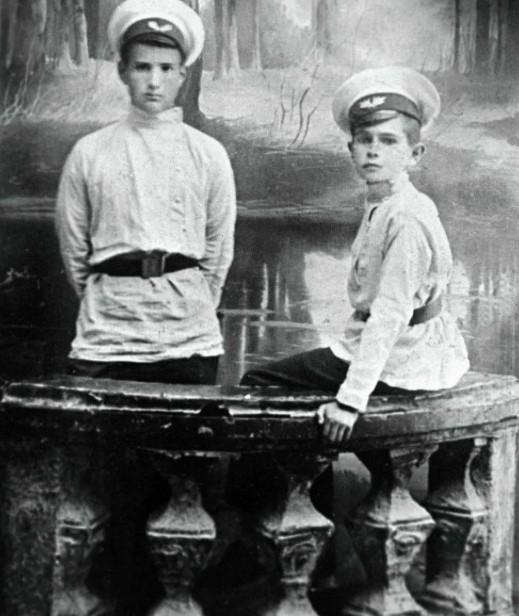 Так выглядели гимназисты 19 века.