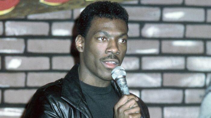 В начале своей карьеры актер зарабатывал себе на жизнь с помощью выступлений в стиле «Stand Up»