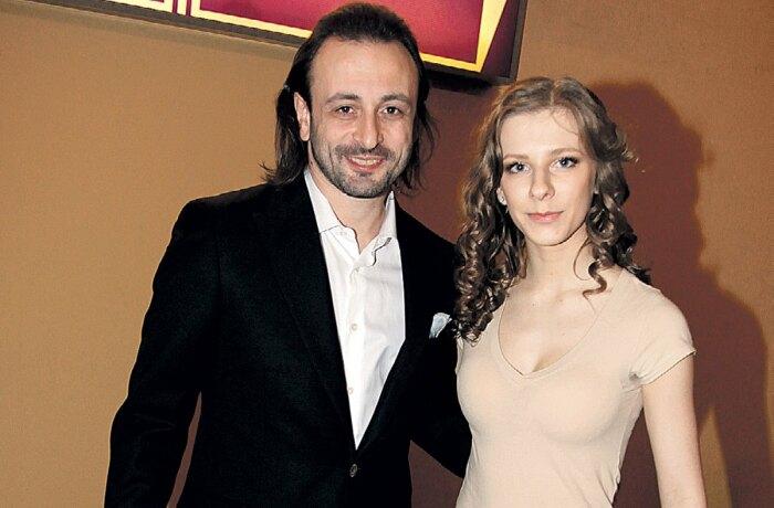Илья и Лиза стараются сохранить в тайне подробности их личной жизни