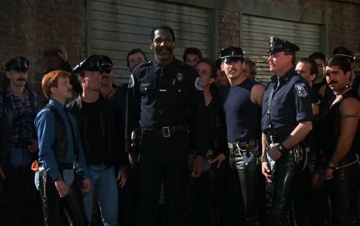 Фильм «Полицейская академия 2: Их первое задание» (режиссеры: Джерри Пэрис, Джеймс Синьорелли)