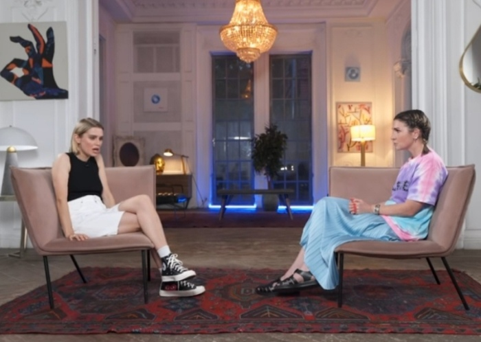 Во время интервью с Лаурой Джугелией, Дарья говорила об Артуре с теплотой и уважением
