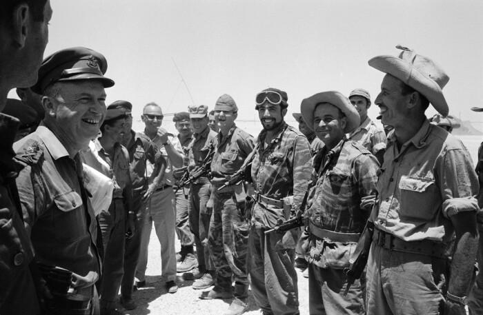 Шестидневная война развернулась на Ближнем Востоке между Израилем с одной стороны и Сирией, Египтом, Ираком, Иорданией, Алжиром с другой, продолжавшаяся с 5 по 10 июня 1967 года