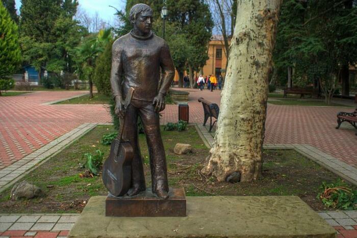 Памятник Владимиру Семеновичу в Сочи