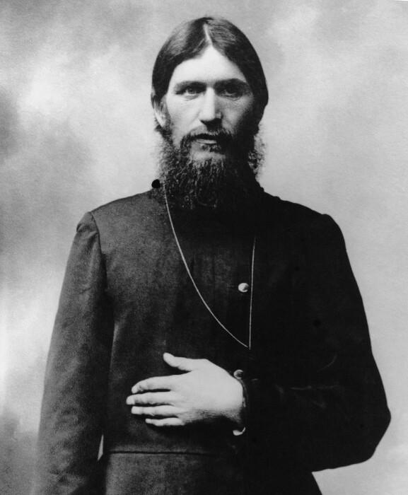 Григорий Распутин - сибирский крестьянин, имевший в определённых кругах петербургского общества репутацию царского друга, старца и целителя