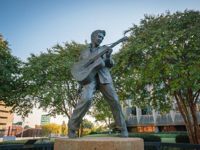 Памятник Элвису Пресли в Мемфисе