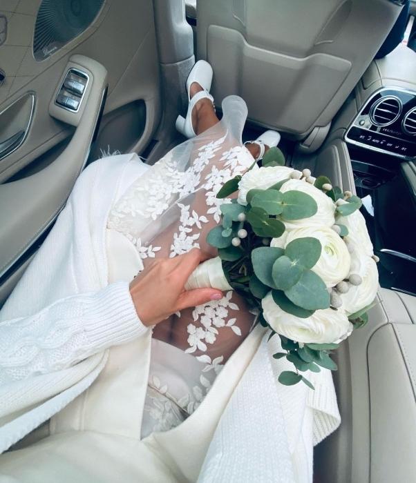 Таким фото в Instagram Мария сообщила подписчикам, что она вышла замуж