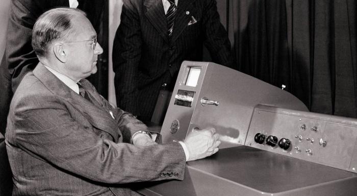 Владимир Зворыкин - создатель систем электронного телевидения