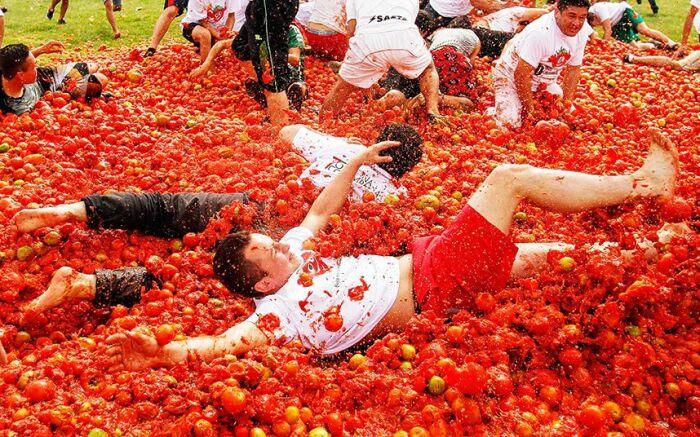 Испанцы очень ярко провожают уходящее лето