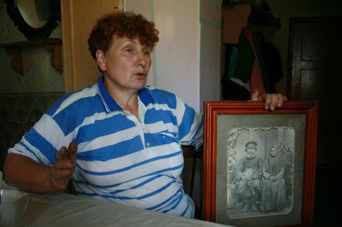 Гущина Валентина с фотографией прадеда Афанасия