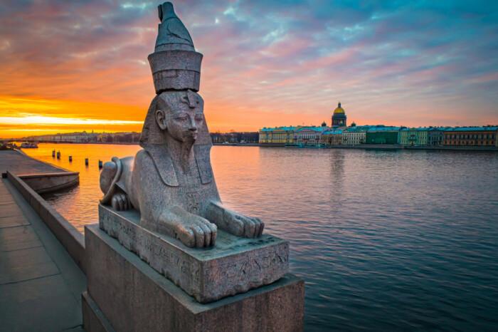 Загадочные древнеегипетские сфинксы на Университетской набережной в Санкт-Петербурге появились в разгар египтомании в Европе