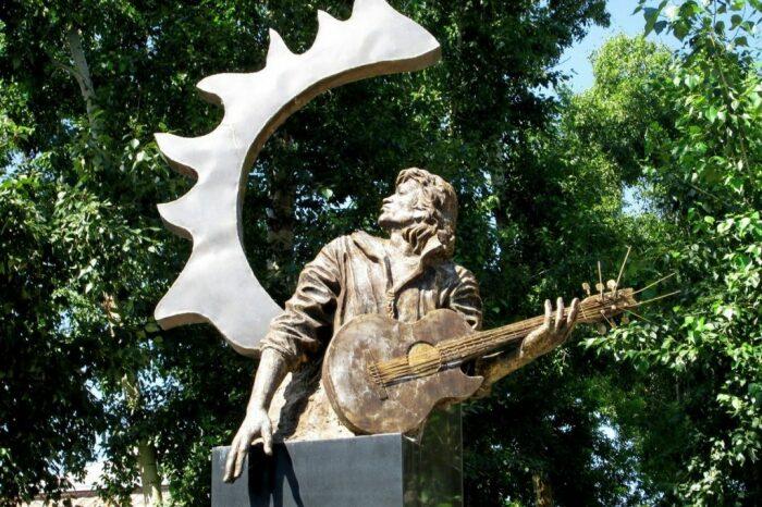 В Барнауле установили необычный памятник Виктору Цою