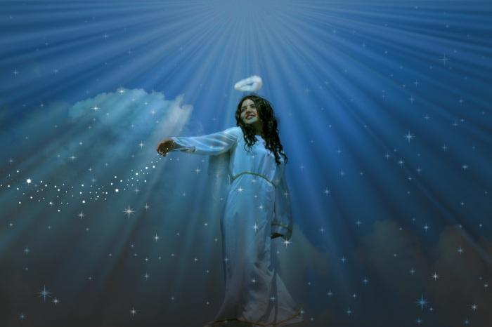 В давние времена на Руси верили, что звезды - это глаза ангелов, наблюдающих с небес