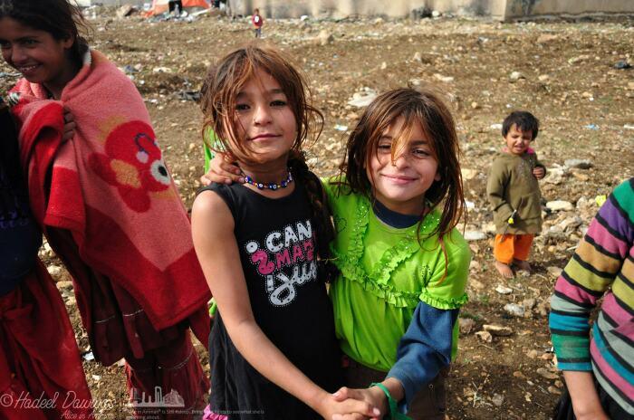Цыганские девочки из Иордании. Амулет «глаз Фатимы». / Фото: https://ru-ru.facebook.com/