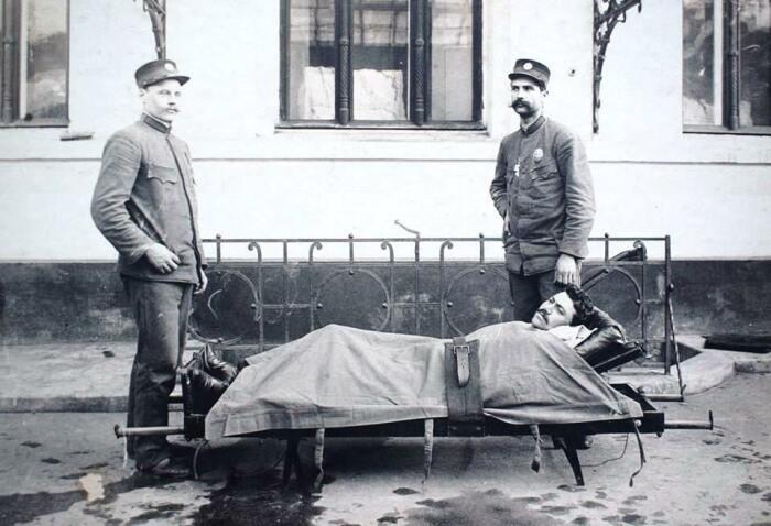 Транспортировка больного. Первая станция Скорой помощи в Одессе