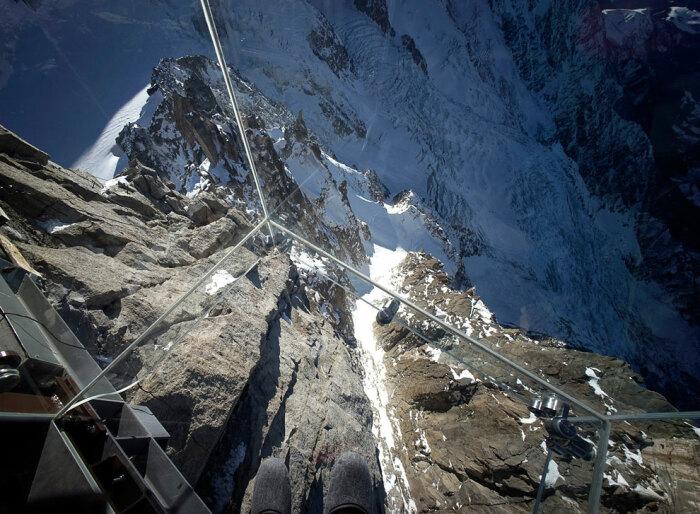Вид на пропасть с самой высокой смотровой площадки Европы / Фото: loveopium.ru