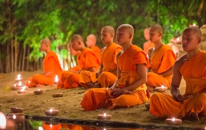 Одним из главных занятий буддийских монахов является медитация / Фото: o-buddizme.ru