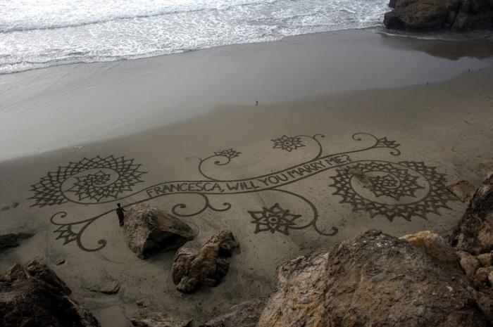 Рисунки на песке представлены во всевозможных вариациях / Фото: udivitelno.com