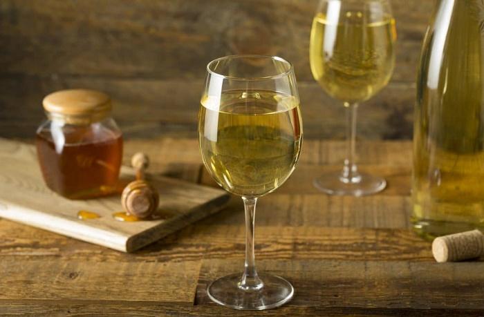 На Руси хмельной мед был традиционным алкогольным напитком /Фото: culture.ru.