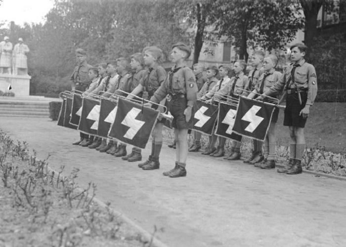 Фанфарный корпус младшего подразделения «Гитлерюгенда» - Deutsches Jungvolk, 1933 год / Фото: history.com