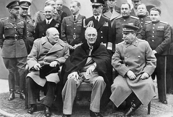 Черчилль, Рузвельт и Сталин на Тегеранской конференции. 1943 год / Фото: wordhistories.net