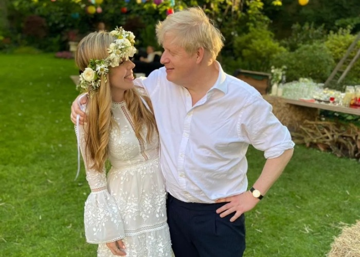 Тайная свадьба Саймондс и Джонсона. / Фото: Twitter.com