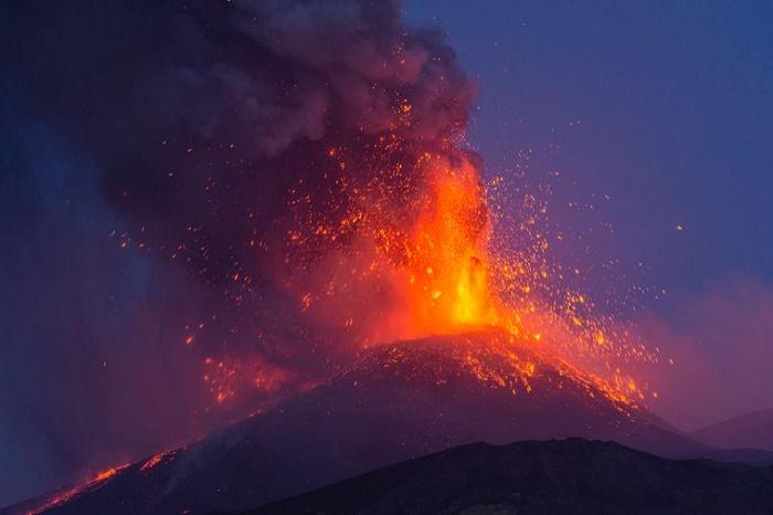 Извержение вулкана. / Фото: twitter.com