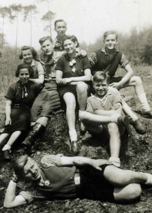 Подростки с изображениями эдельвейса на одежде, Эссен, 1939 год / Фото: libcom.org