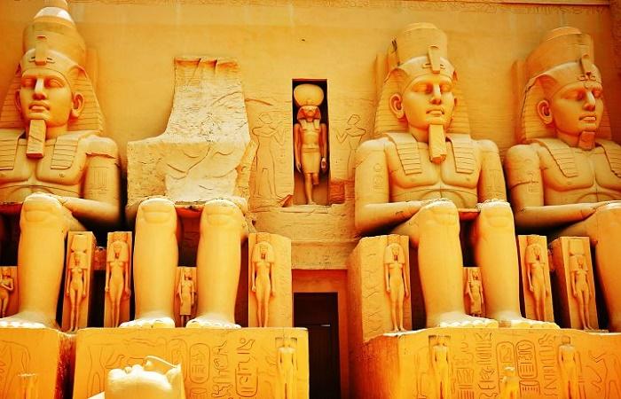 Между богами и первыми фараонами существовала целая династия неизвестных царей /Источник: pinterest.com