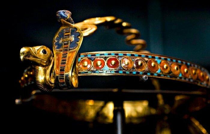 Золотая диадема их гробницы фараона Тутанхамона. / Фото:sfcitizen.com
