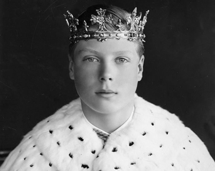 Принц Уэльский Эдуард в инвеститурных одеяних, 1911 год. По традиции каждый наследник престола мужского пола должен пройти обряд инвеституры — дарование ему королем или королевой титула принца Уэльского/ Фото: gazeta.ru